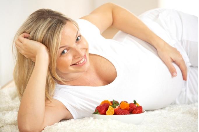 Прыщи при беременности на ранних сроках: причины и методы терапии