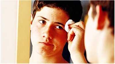 Чем лечить подростковые прыщи у мальчиков и к кому обратиться за помощью