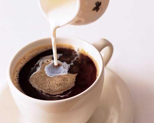 молоко в кофе